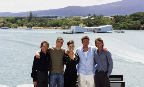 'Pearl Harbor' Stars Pose In Hawaii Ahead of World Premiere