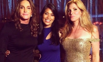 Caitlyn Jenner Dines with Transgender Friends: See the Pic!