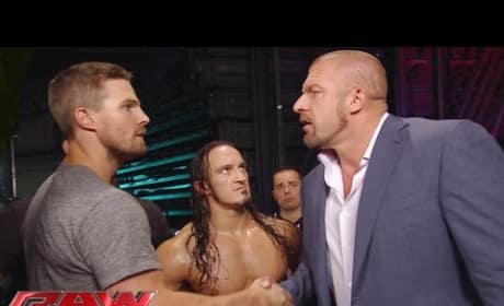 Stephen Amell Signs on for Summerslam Match