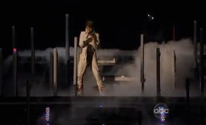 Justin Bieber Goes Under the Mistletoe at American Music Awards