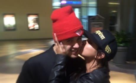 Selena Kisses Justin