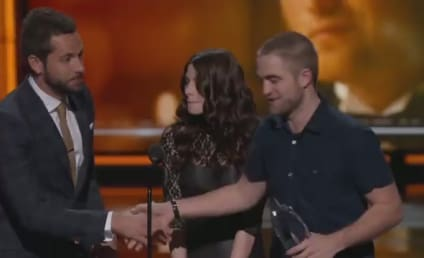 Robert Pattinson Buzzes Hair, Accepts People's Choice Award