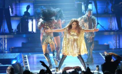 Jennifer Lopez Takes Tearful Trip Down Memory Lane on Stage