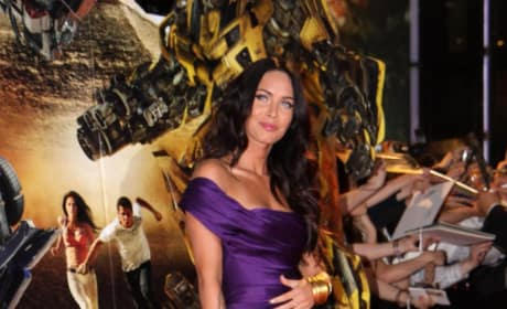 In which outfit does Megan Fox look sexier?