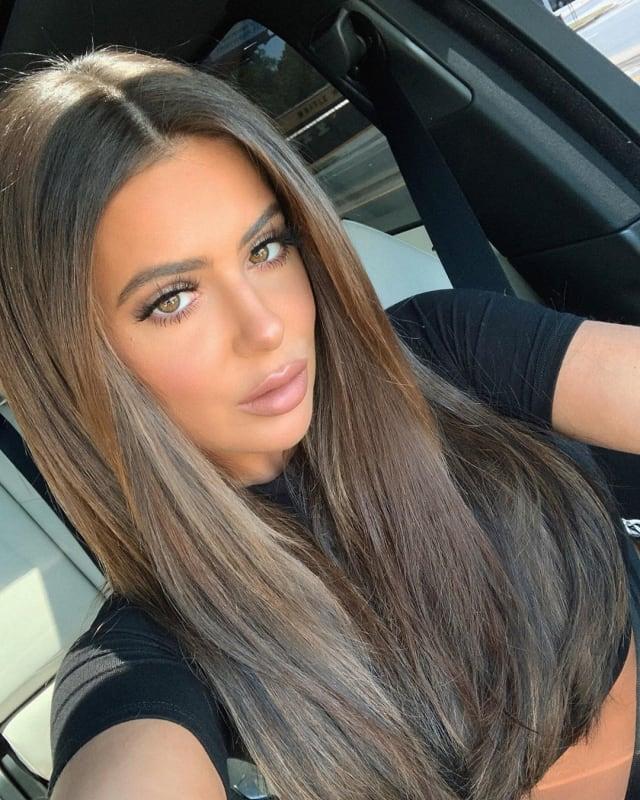 Brielle biermann shares hot tan car selfie