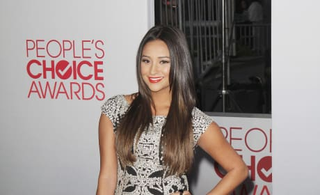 Shay Mitchell at the People's Choice Awards