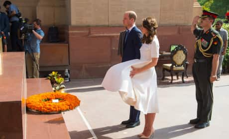 Kate Middleton Tries To Control Skirt at India Gate