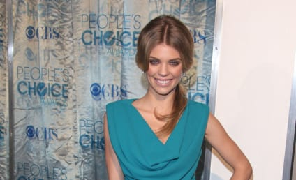 People's Choice Awards Fashion Face-Off: CW Star Showdown!