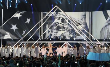 Carrie Underwood Dedicates CMT Awards Performance to Oklahoma Tornado Victims