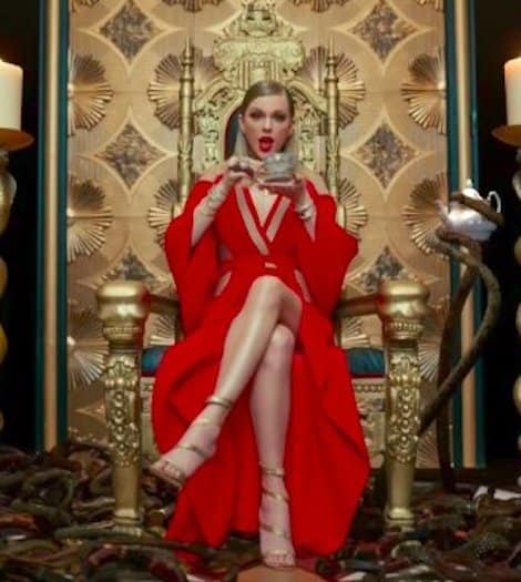 Taylor Swift Drinks Tea