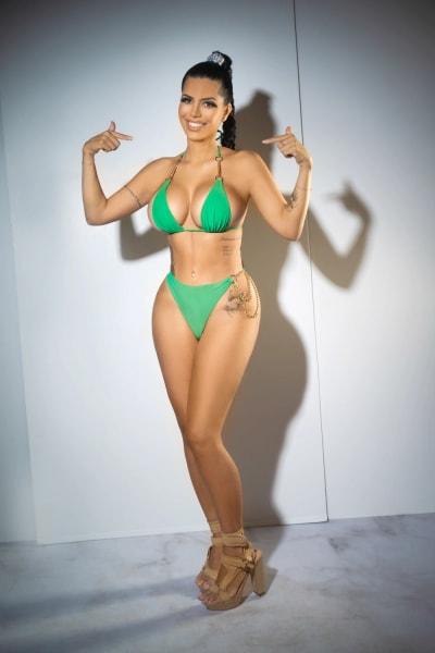 Larissa Lima flexes her new body
