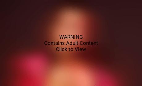 Kourtney Kardashian: Naked in V