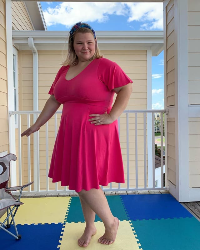 Nicole nafziger looks gorgeous in a magenta dress