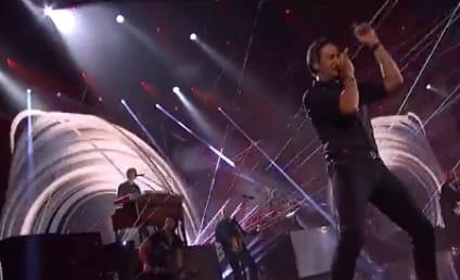 Luke Bryan American Music Awards Performance Wows Crowd With Hit Single, Hips