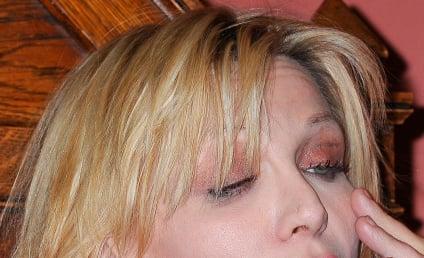 Courtney Love Apologizes to Frances Bean Cobain