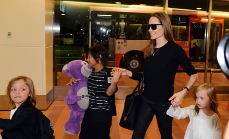 Angelina Jolie Kids Pic Tokyo