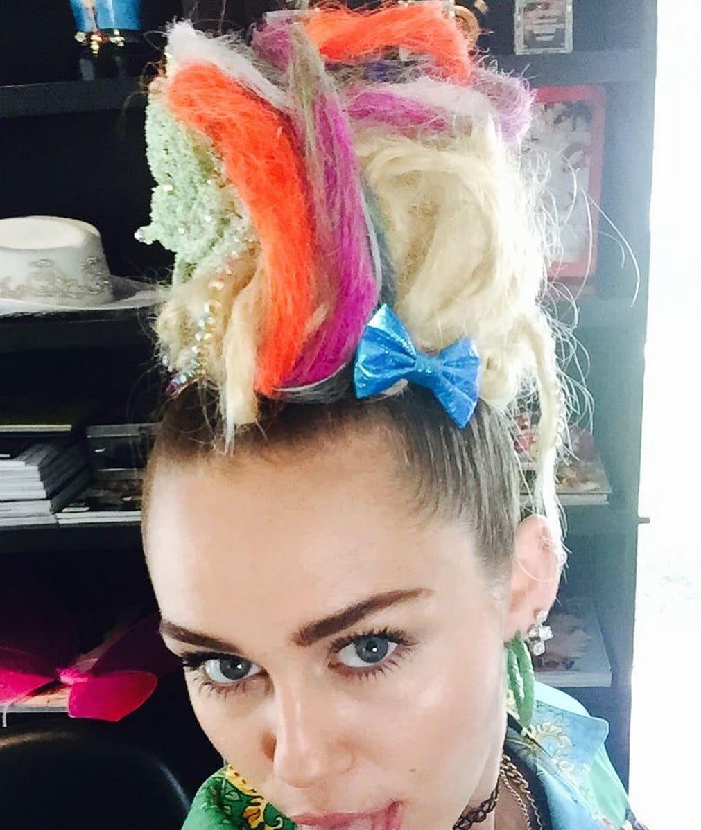 Miley Cyrus Hair Affair Rainbow Or Rain No The Hollywood Gossip
