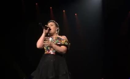 Kelly Clarkson in Concert: Watch Her Cover Nick Jonas