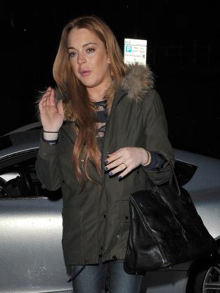 Lindsay Lohan Waving Photo