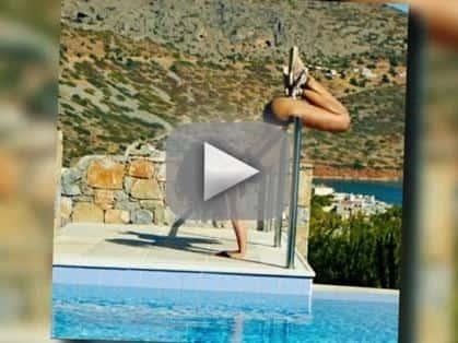 Rihanna Twerking in Bikini