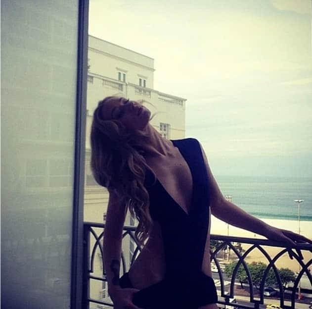 Iggy Azalea: Sexy in Swimsuit