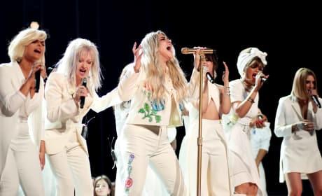 Kesha Sings at the 2018 Grammy's