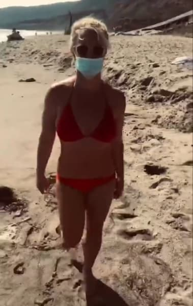 Britney Spears masked on the beach in Maui (June 2021)