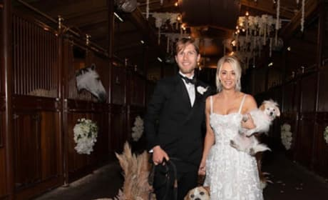 Kaley Cuoco and Karl Cook, Wedding Photo with Dogs