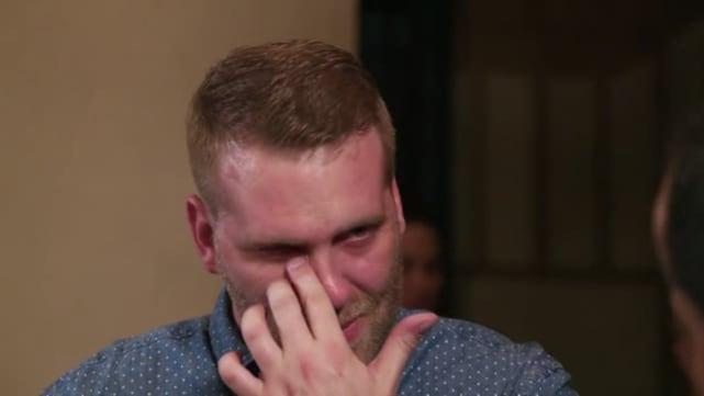 Tim llora avergonzado y triste