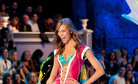 Karlie Kloss, Victoria's Secret