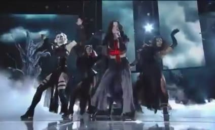 "Katy Perry Grammy Awards Performance: Juicy J Joins Fiery ""Dark Horse"" Rendition"