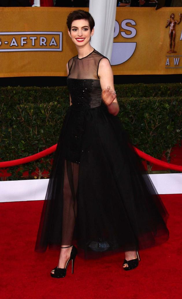Anne Hathaway SAG Awards Fashion