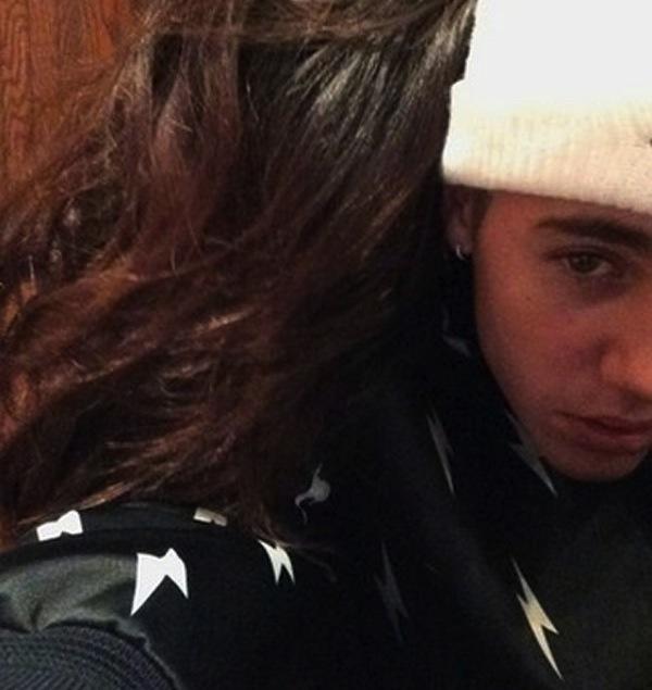 Selena and Justin Cuddle