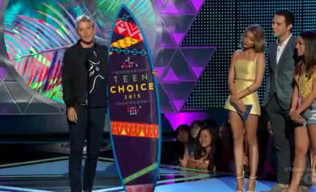 Ellen DeGeneres Delivers Inspiring Message at Teen Choice Awards