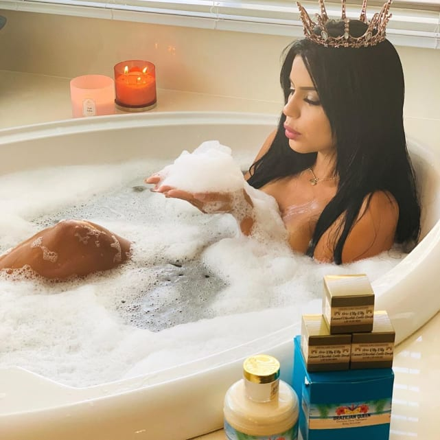 Larissa lima the queen takes a bath