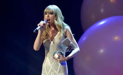 Taylor Swift to Headline New Year's Rockin' Eve