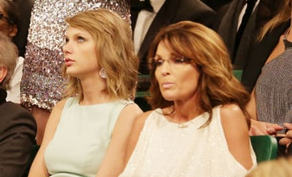 Taylor Swift Sits Next to Sarah Palin, Doesn't Look Thrilled About It