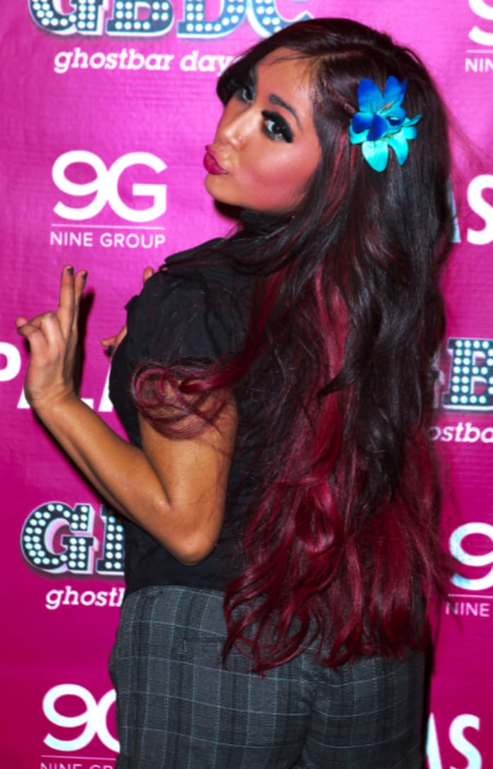 Snooki Dyes Hair Red Flaunts Cleavage The Hollywood Gossip