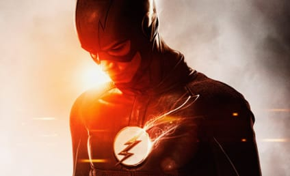The Flash Season 2: Awesome New Suit Alert!!!