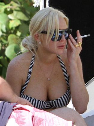 Lindsay Lohan is SMOKIN'