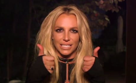 Britney Spears, Thumbs Up