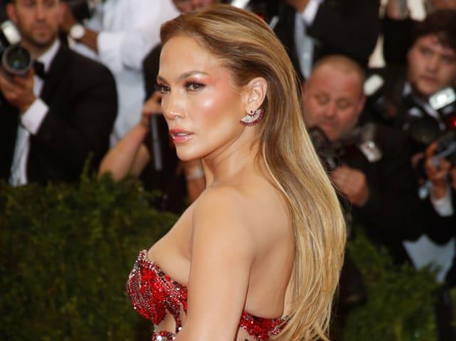 Jennifer Lopez Red Carpet Pose