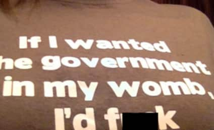 "Woman Barred From American Airlines Flight Because of ""Offensive"" Pro-Choice T-Shirt"