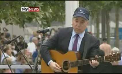 """Paul Simon Performs """"The Sound of Silence"""" at 9/11 Memorial"""