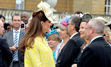 Kate Middleton, Baby Bump in Yellow Dress