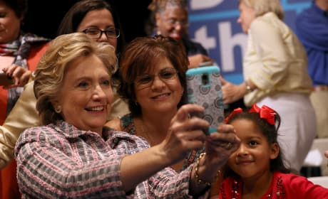 Hillary Clinton: Selfie with Fans