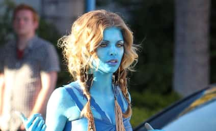 AnnaLynne McCord vs. Zoe Saldana: Battle of the Na'vi!