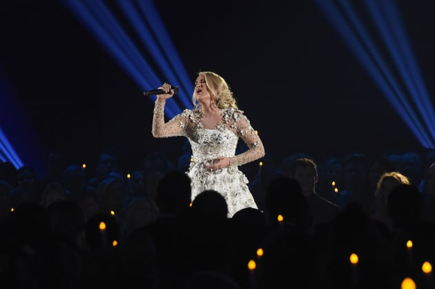 Carrie Underwood Pays Tribute