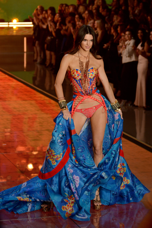 ebb2fe35d5ee Kendall Jenner Struts Sexy Stuff at Victoria's Secret Fashion Show ...