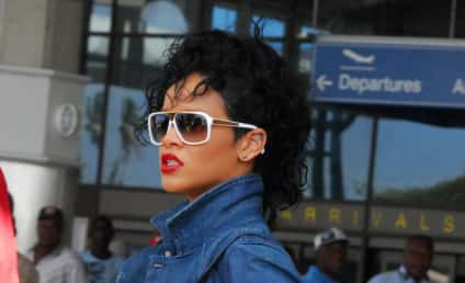 Ogling Alert: Chris Rock Admires Rihanna, Tushie